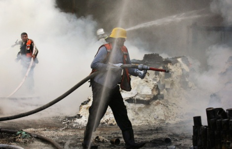 un-workers-and-firefighters-jan-15-ap-hatam-moussa