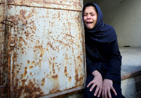 woman-mourning-un-killings